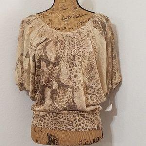 Gold shimmer animal print, dolman sleeve•NWT•